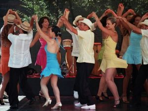 dancing group cuban salsa